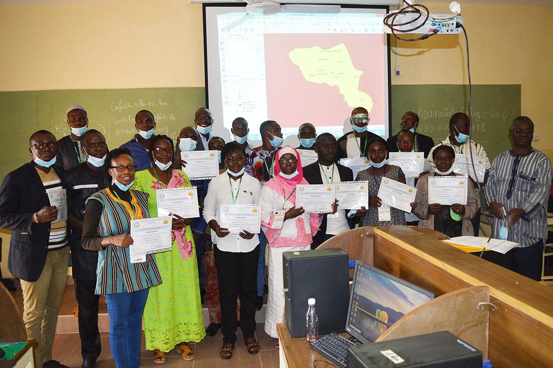 La deuxième vague des postulants à la formation en système d'information géographique (SIG) à l'issue de la rencontre.
