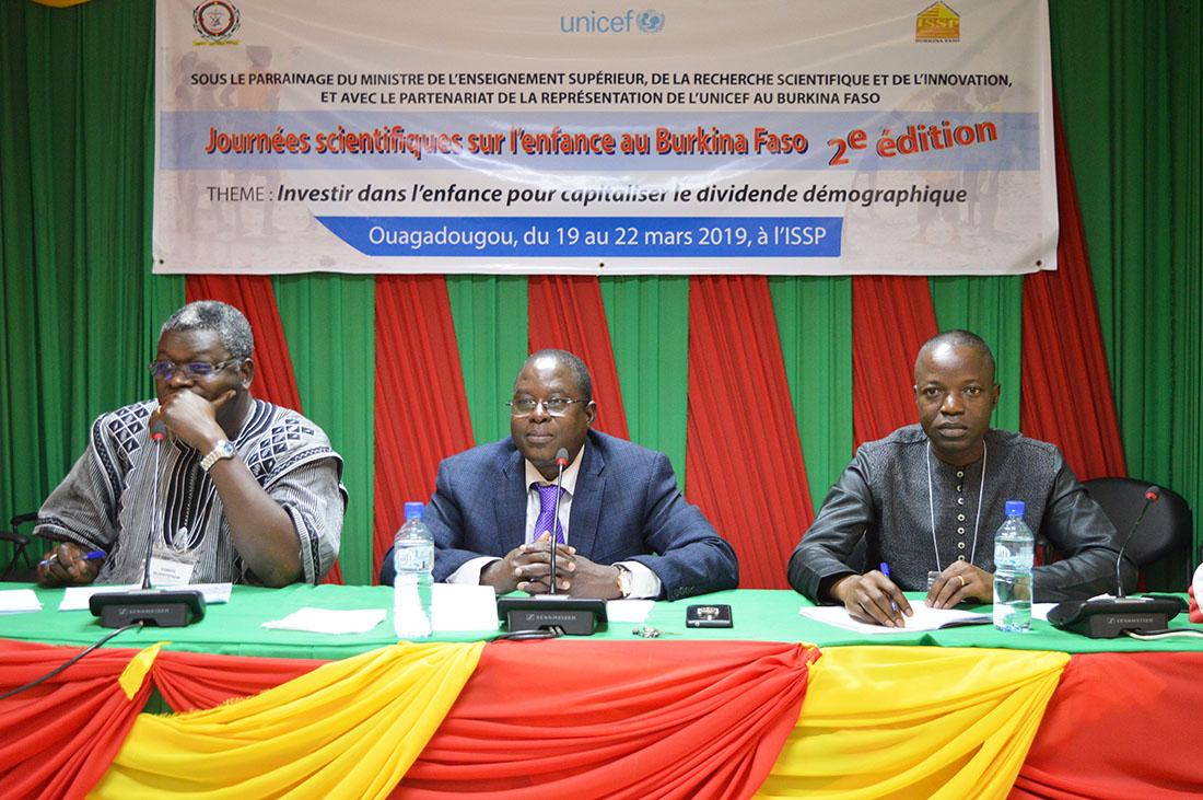 Un groupe des nombreux panelistes au cours des 2es journées de l'enfance ; De gauche à droite : Pr Jean-François Kobiané, Dr Georges Guiella et Dr Moussa Bougma.